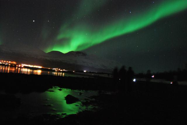 Aurora Boreal sobre el cielo de Sktibon, Laponia Noruega